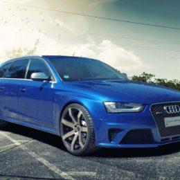 Audi-RS4-Blau-1