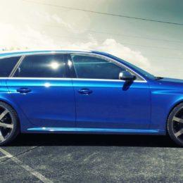 Audi-RS4-Blau-seite-1