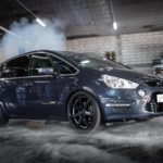 Ford S-Max with Corspeed Challenge rims in 8.5×20
